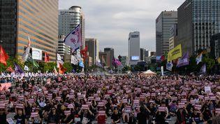 Des manifestants réclament un assouplissement de la loi sur l'IVG en Corée du Sud, à Séoul, le 7 juillet 2018. (ED JONES / AFP)