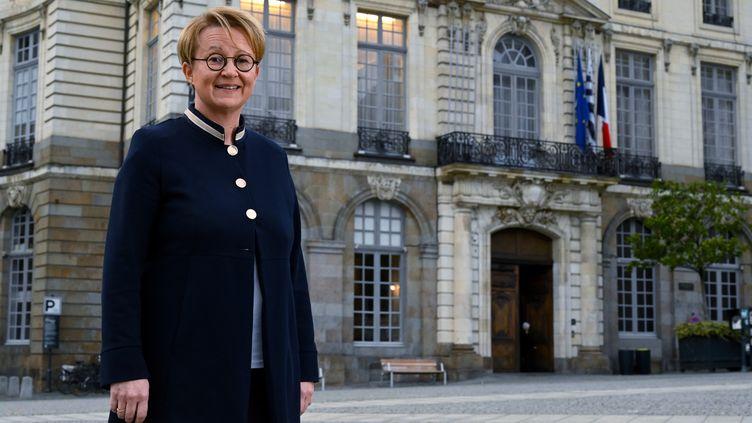 La maire sortante Nathalie Appéré (PS),devant la mairie de Rennes (Île-et-Vilaine), le 29 novembre 2019. (DAMIEN MEYER / AFP)