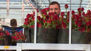 En France, 22 millions de bouquets de fleurs sont vendus, en moyenne, en 24 heures, le jour de la Saint-Valentin. (FRANCE 2)