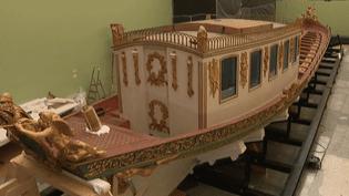 Le canot de Napoléon Ier avant son déménagement vers Brest.  (France 3 Culturebox)