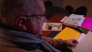Un nonagénaire décédé en mai a légué près d'un million d'euros au village de Vaiges (Mayenne). Il n'y a jamais habité mais il s'y rendait régulièrement, sur la tombe de sa femme. (France 2)