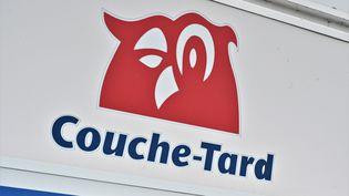 L'enseigne Couche-Tard, à Montréal (Canada), le 13 janvier 2021. (ERIC THOMAS / AFP)