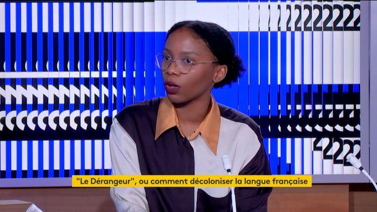"""Rhoda Tchokokam, auteure de """"Le dérangeur : petit lexique en voie de décolonisation"""", était l'invitée du journal de 23 heures de franceinfo, samedi 13 juin. (FRANCEINFO)"""