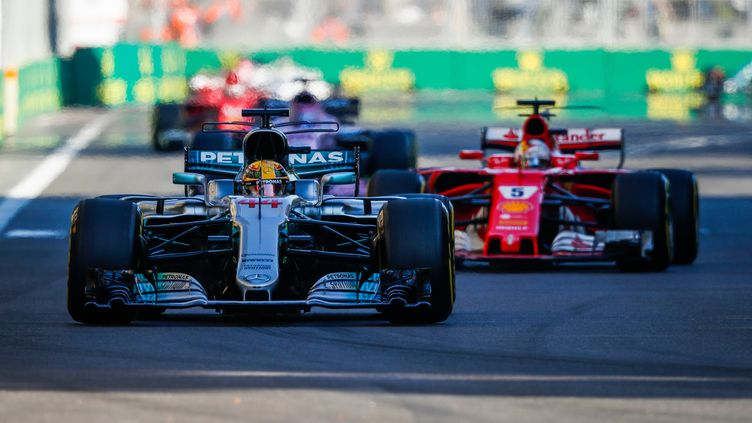 Le Britannique Lewis Hamilton (Mercedes) devant l'Allemand Sebastian Vettel (Ferrari).