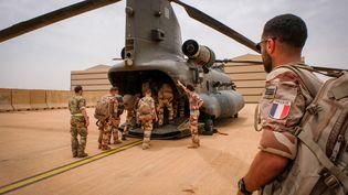 Un hélicoptère de transport de la Royal Air Force (Royaume-Uni) venu soutenir les opérations antiterroristes françaises au Mali, à Gao, le 22 août 2018. (Fred Marie / Hans Lucas / Hans Lucas via AFP)