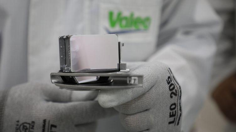 Un radar pour voiture autonome fabriqué par l'équimentier automobile Valeo. (LP/OLIVIER ARANDEL / MAXPPP)