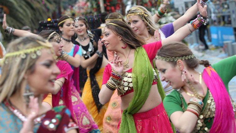 Danseuses durant le défilé  (PHOTOPQR/NICE MATIN/Patrice LAPOIRIE)