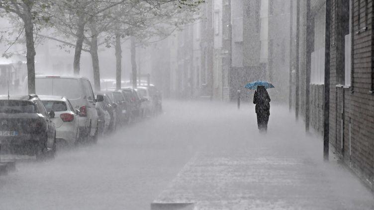 Lille (Nord) sous la pluie, le 11 mai 2021. (MAXPPP)