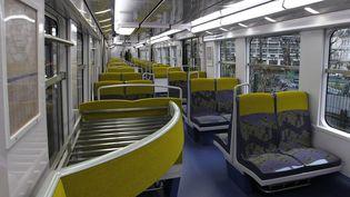 Intérieur du RER B, le 6 décembre 2010, à Paris. (Photo d'illustration) (FRANCOIS GUILLOT / AFP)