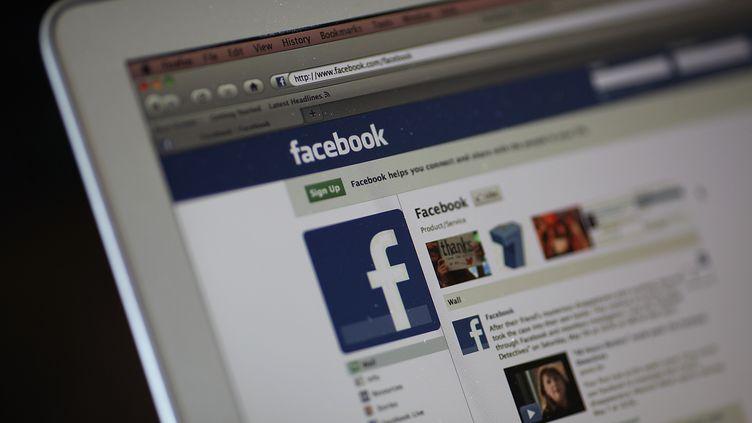 Les adolescents entre 16 et 18 ans préfèrent quitter Facebook se tourner vers des réseaux sociaux moins célèbres comme Twitter, Instagram, WhatsApp ou encore Snapchat. (JUSTIN SULLIVAN / GETTY IMAGES NORTH AMERICA)