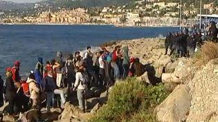 Face à face entre migrants et policiers à Vintimille (Italie) le 30 septembre 2015 (FRANCE 3 ET REUTERS)