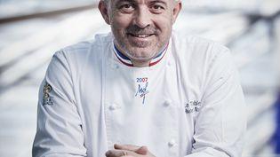 Olivier Nasti, chef 2 étoiles à Kaysersberg, le seul cuisinier à obtenir 5 toques Gault-et-Millau cette année. (NASTI / HELGE KIRCHBERGER PHOTOGRAPHY)