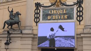 Une photo de Jacques Higelin au fronton du Cirque d'Hiver  (France 2 / culturebox)