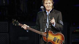 Le chanteur britannique Paul McCartney, lors d'un concert à Tinley Park, dans l'Illinois (Etats-Unis), le 26 juillet 2017. (KAMIL KRZACZYNSKI / AFP)