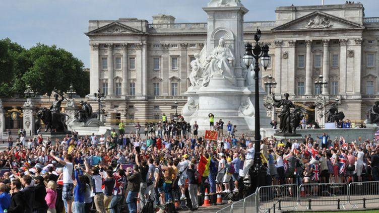 Buckingham Palace encore pris d'assaut par les fans de cyclisme, comme lors des JO en 2012