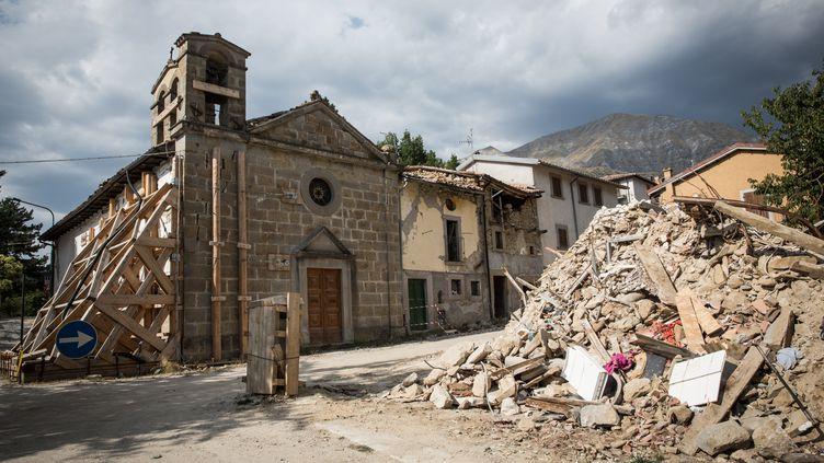 Mais sur place, moins de 10% des quelque 4 000 tonnes de décombres ont été évacués. Le chantier est ralenti par la nécessité de vérifier que la gestion des déchets reste dans la légalité. (MAX CAVALLARI / NURPHOTO / AFP)