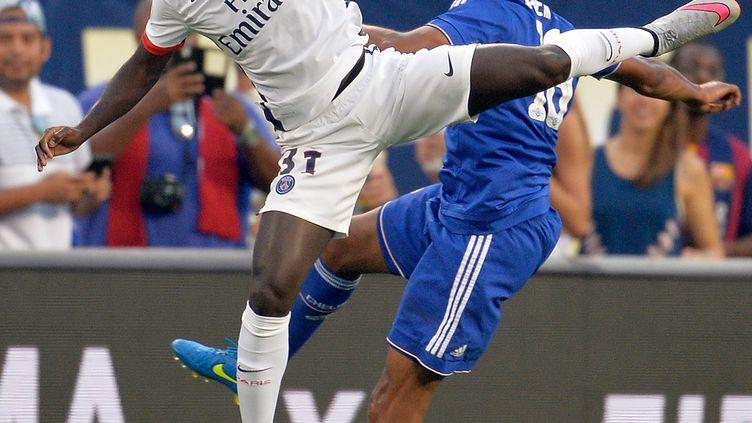 Youssouf Sabaly au duel avec Loïc Rémy lors du match de préparation entre le PSG et Chelsea. (GRANT HALVERSON / GETTY IMAGES NORTH AMERICA)