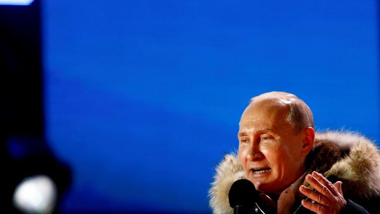 Vladimir Poutine fait un discours après sa victoire à la présidentielle, le 18 mars 2018 à Moscou (Russie). (SEFA KARACAN / ANADOLU AGENCY / AFP)