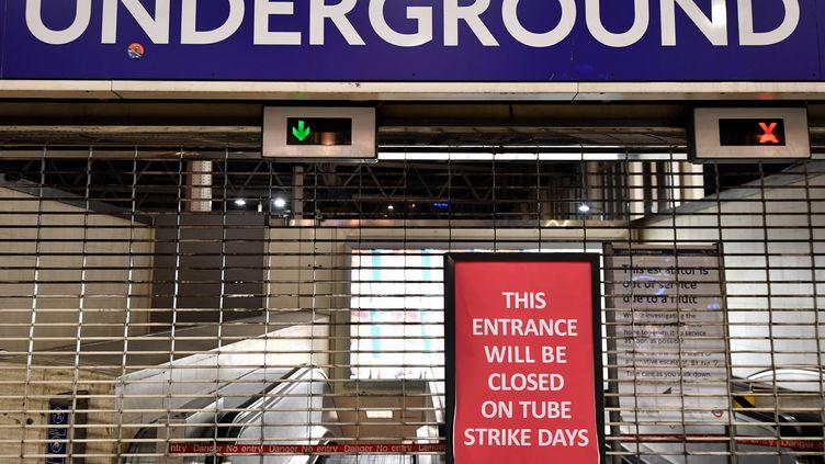 La station de métro Waterloo, à Londres, fermée le 9 janvier 2017 en raison d'une grève. (BEN STANSALL / AFP)