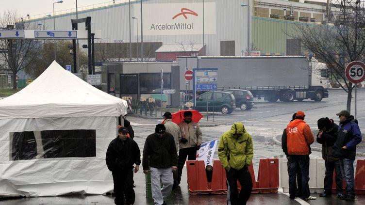 Piquet de grève devant le site ArcelorMittal de Florangele 7 décembre 2011. (ALEXANDRE MARCHI /L'EST REPUBLICAIN / MAXPPP)