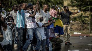 Des Gabonais manifestent contre la victoire d'Ali Bongo à l'élection préisdentielle, le 31 août 2016, à Libreville. (MARCO LONGARI / AFP)