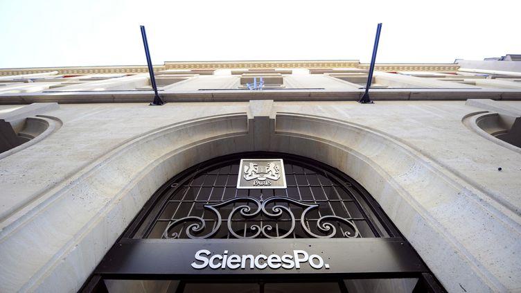 La directrice de l'Ecole de journalisme de Sciences Po a été mise en congé après des accusations de plagiat, le 17 novembre 2014. (FRANCK FIFE / AFP)