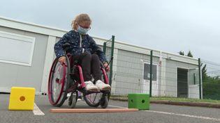 Atelier de sensibilisation au handicap pour des élèves de cours élémentaire dans la Vienne. (CAPTURE D'ÉCRAN FRANCE 3)