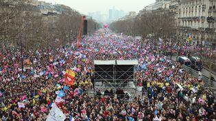 Des centaines de milliers d'opposants au mariage des homosexuels réunis à Paris, le 24 mars 2013. (ERIC FEFERBERG / AFP)