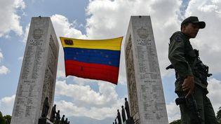 Le drapeau du Venezuela à Caracas, le 15 mai 2018. (LUIS ROBAYO / AFP)