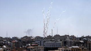 Des tirs de missiles tirés de la bande de Gaza vers Israël, le 4 mai 2019. (MAHMUD HAMS / AFP)