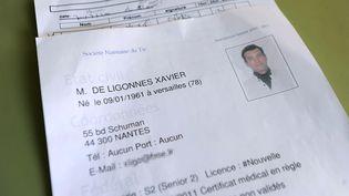 Un document administratif sur Xavier Dupont de Ligonnès à Nantes, le 23 avril 2011. (JEAN-SEBASTIEN EVRARD / AFP)