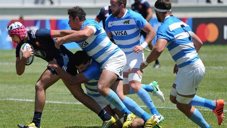 Théo Millet arrêté par les Argentins. (VANO SHLAMOV / AFP)