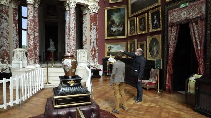 Un parcours unique adapté au règles sanitaires a été mis en place pour visiter le château de Chantilly. (L. Bazizin / France Télévisions)