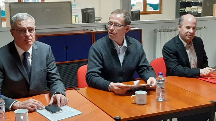 Les candidats à Sablé-sur-Sarthe aux municipales 2020. De gauche à droite : Marc Joulaud, Jean-Luc Ballot, Rémi Mareau. (SÉBASTIEN BAER / RADIO FRANCE)