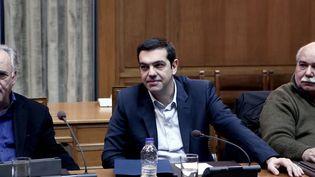 Le Premier ministre grec Alexis Tsipras attend une réunion de cabinet au parlement grec à Athènes (Grèce), le 21 février 2015. (ANGELOS TZORTZINIS / AFP)
