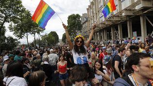 """Alors que laGay Pride se déroulera le samedi 24 juin à Paris, les français sont """"majoritairement"""" favorables à la légalisation de la gestation pour autrui (GPA). (FRANCOIS GUILLOT / AFP)"""