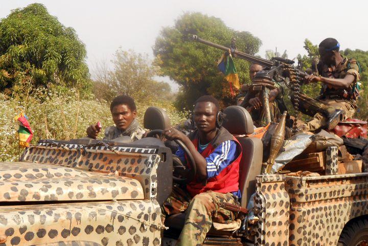 Des rebelles de la Séléka en patrouille près de la localité de Damara en Centrafrique, le 8 janvier 2013. (STR / AFP)