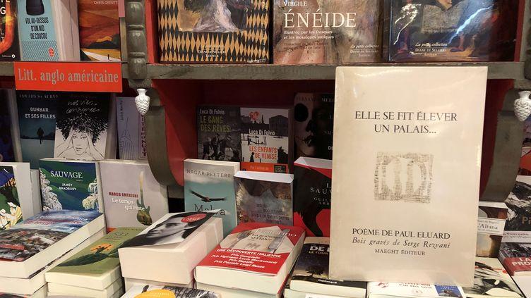 Réédition d'un livre d'artiste de Paul Eluard illustré par Serge Rezvani, offert pour la fête de la librairie indépendante 2019. (Manon Botticelli / Franceinfo Culture)
