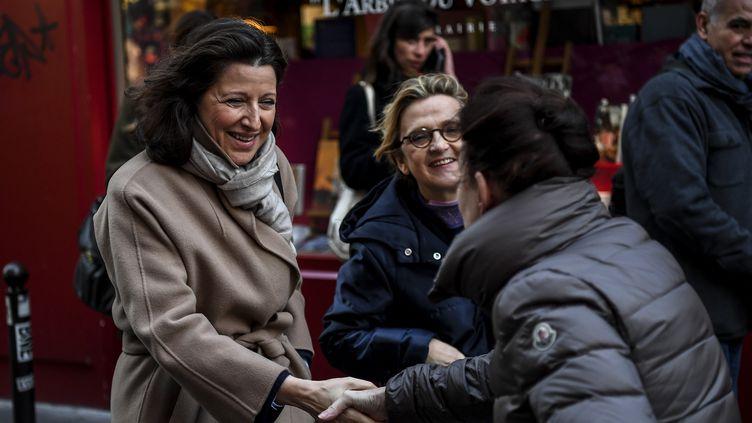 Agnès Buzyn (LREM) en campagne dans le 5e arrondissement de Paris, le 18 février 2020 (CHRISTOPHE ARCHAMBAULT / AFP)