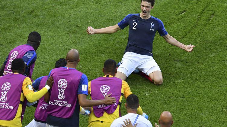 Benjamin Pavard célèbre son but, le 30 juin 2018, lors du match France-Argentine, en 8es de finale de la Coupe du monde. (SAEED KHAN / AFP)