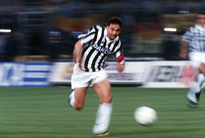 Le meneur de jeu de la Juventus Turin Roberto Baggio lors de la finale de la Coupe UEFA entre son club et le Borussia Dortmund, le 19 mai 1993, à Turin. (LUTZ BONGARTS / GETTY IMAGES CLASSIC)