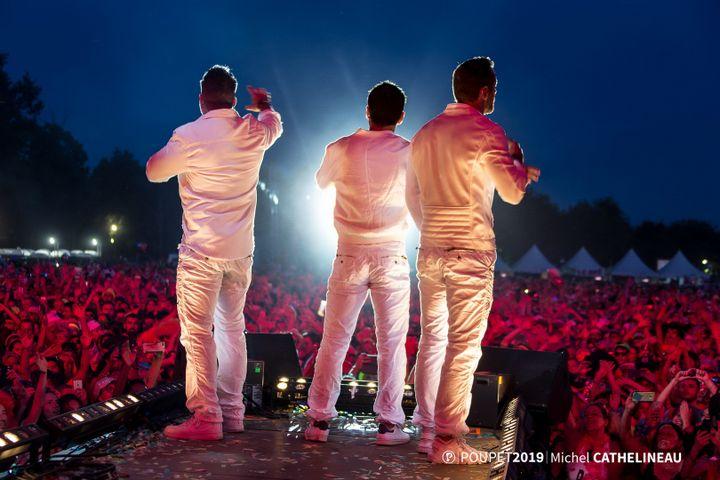 Les artistes Frank Delay, Allan Theo et Chris Keller, le 19 juillet 2019, sur la scène du festival de Poupet à Saint-Malô-du-Bois (Vendée). (MICHEL CATHELINEAU / FESTIVAL DE POUPET)