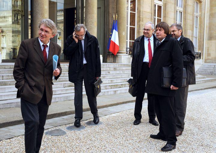 De gauche à droite, Jean-Claude Mailly (FO), Jacques Voisin (CFTC), BernardVan Craeynest (CFE-CGC),Bernard Thibault (CGT) et François Chérèque (CFDT) à l'issue d'une rencontre avec Nicolas Sarkozy, le 30 mars 2009 à l'Elysée. (ERIC FEFERBERG /AFP PHOTO)