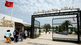Entrée de l'université à Manouba (Tunisie). (FETHI BELAID / AFP)