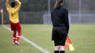Une arbitre féminine lors d'un match Rodez-Endoume le 20 janvier 2008 (MAXPPP TEAMSHOOT)