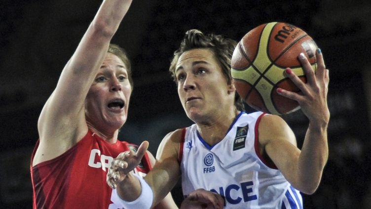 Céline Dumerc jouera sa qualification pour les quarts de finale du Mondial ce mercredi, face au Brésil (OZAN KOSE / AFP)