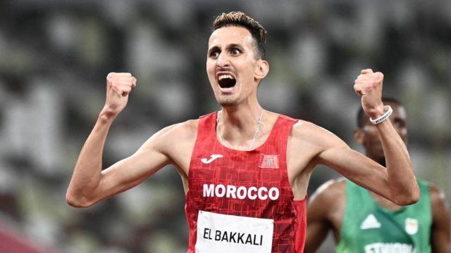 Soufiane el-Bakkali fait le travail dans le dernier tour du 3000 m steeple pour s'offrir le titre olympique devant l'Ethiopien Lamecha Girma et le Kenyan Benjamin Kigen.