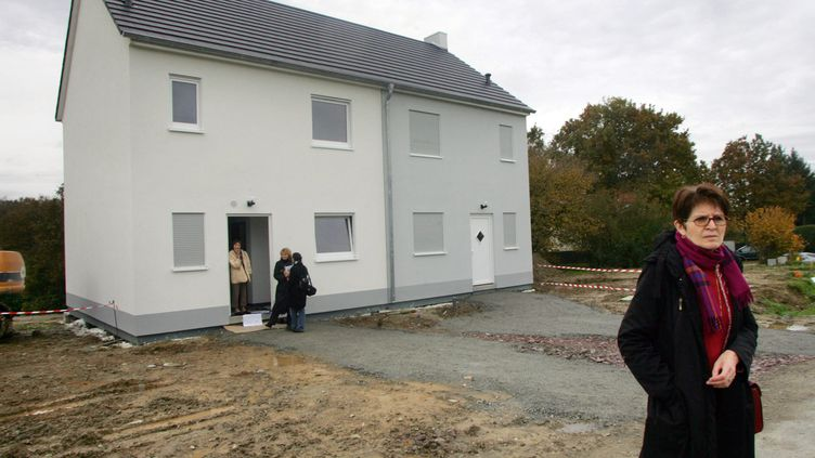 Des maisons en préfabriqué à 50 000 euros, à Ploërmel (Morbihan),en 2006. L'Union nationale des propriétaires immobiliers propose des logements low cost pour répondre à la crise. (ANDRE DURAND / AFP)