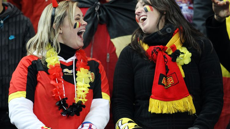 Des supportrices belges lors du match France-Belgique à Saint-Denis (Seine-Saint-Denis), le 15 novembre 2011. (JACQUES DEMARTHON / AFP)