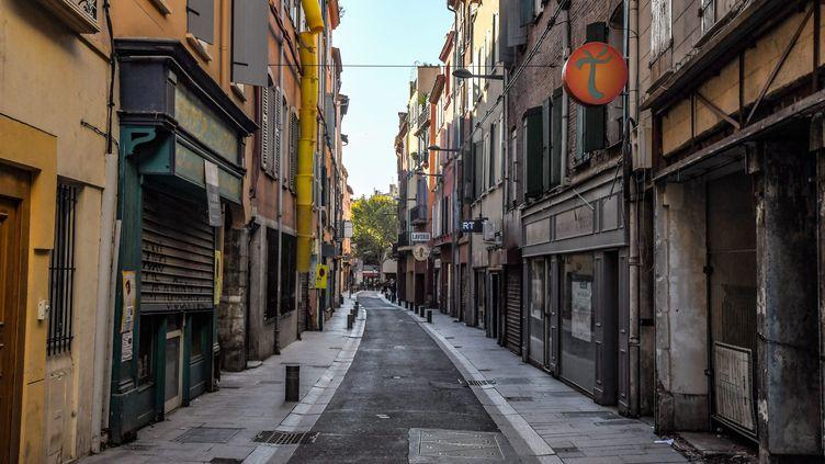 Rue de la Fusterie dans le centre-ville de Perpignan (Pyrenées-Orientales), le 25 octobre 2019 (photo d'illustration). (MICHEL CLEMENTZ / MAXPPP)
